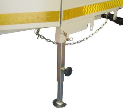 Front adjustable support leg